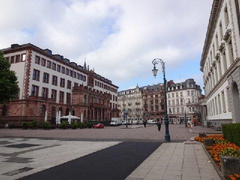 MR.Rathaus Square