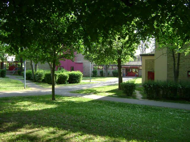 (080513)(027) Wiesbaden-Gen H_H_ Arnold HS-School