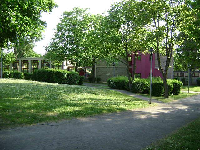 (080513)(028) Wiesbaden-Gen H_H_ Arnold HS-School