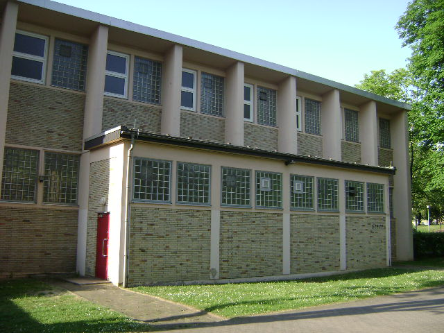 (080513)(034) Wiesbaden-Gen H_H_ Arnold HS-School