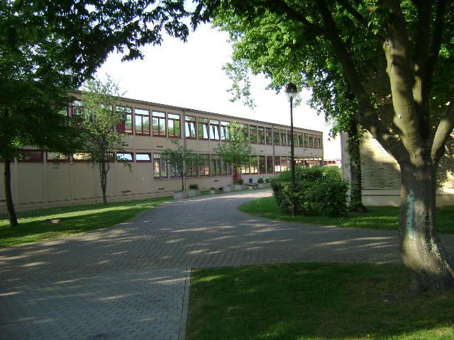 (080513)(045) Wiesbaden-Gen H.H. Arnold HS-School