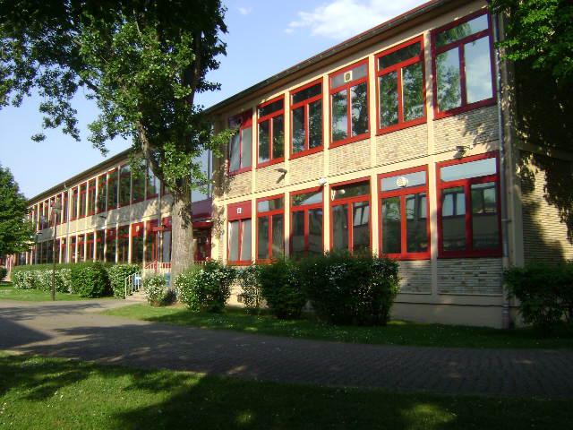 (080513)(046) Wiesbaden-Gen H.H. Arnold HS-School
