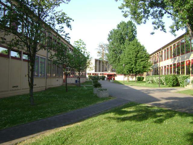 (080513)(047) Wiesbaden-Gen H.H. Arnold HS-School