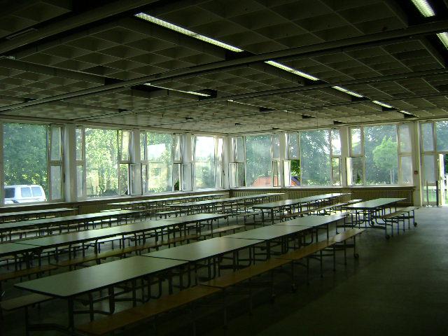 (080513)(055) Wiesbaden-Gen H.H. Arnold HS-Cafeteria
