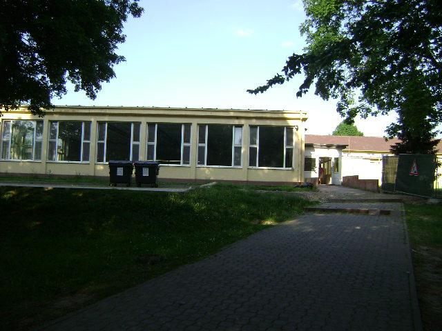 (080513)(056) Wiesbaden-Gen H.H. Arnold HS-Cafeteria
