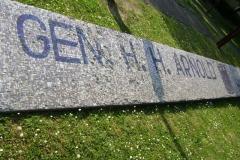 (080513)(031) Wiesbaden-Gen H_H_ Arnold HS-Sign